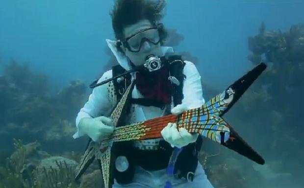 Группа «Lower Keys Chamber of Commerce», совместно с радио «US-1″ 104.1FM провели ежегодный Подводный Музыкальный Фестиваль во Флориде. Чувакти играли под водой, но вот бро слушатели не рискнули наслаждаться музыкой в костюме аквалангиста, и предпочли остаться на суше, ведь музыка подавалась и на сушу через колонки.