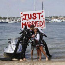 Нереально крутой бро со своей подругой замутили необычную свадьбу