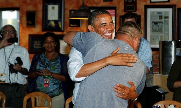 Барака Обаму придавил Бро, который больше его по весу
