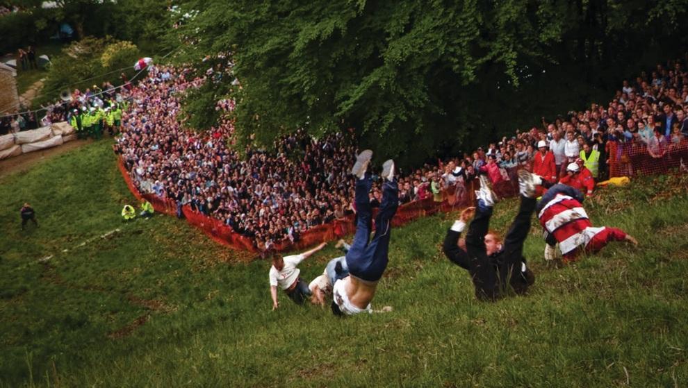 Cooper's Hill Cheese Rolling Contest, «Бега за сыром». Проходит в Куперс-Хилле, Великобритания. Каждую весну тысячи людей приезжают в городок Куперс-Хилл, чтобы посмотреть на это незамысловатое состязание: с крутого холма запускают гигантскую головку сыра. Вслед за ней устремляются десятки участников, пытающихся ее догнать. Выигрывает тот, кто прибежит к финишу первым. По правде говоря, можно было бы обойтись и без сыра, потому что его все равно никто не догоняет, но в Великобритании чтут традиции, даже такие опасные для жизни, ведь многочисленные ушибы, вывихи и переломы при беге по почти вертикальному склону просто неизбежны!