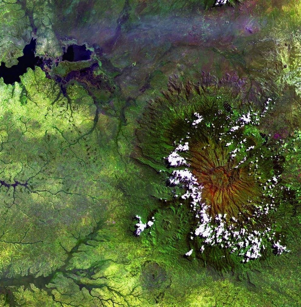Потухший вулкан Элгон на границе Уганды и Кении.