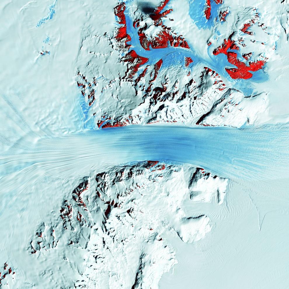 Трансантарктические горы — горный хребет, расположенный поперек Антарктиды между мысом Адэр и Землей Котса.