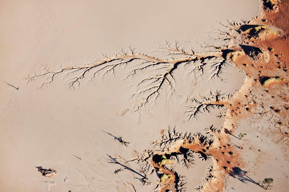 Вид на глиняное плато Соссусфлей, которое находится в центральной части пустыни Намиб, Намибия.