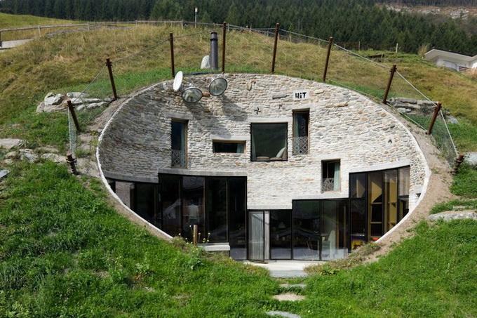 Вилла внутри горы в Швейцарии