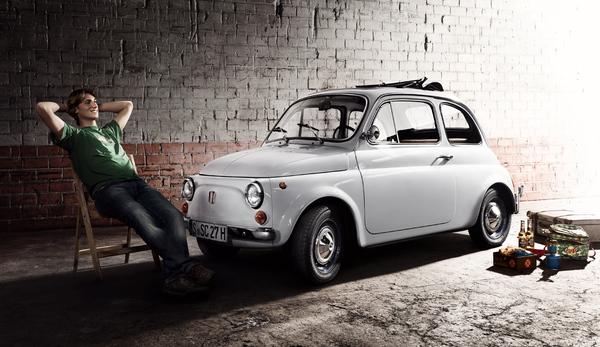 Cinquecento (500) производился с 1957 по 1975. С 1965 по 1972 год было выпущено 2272092 автомобилей модели F и L. Наиболее отличительной особенностью по сравнению с его предшественниками это двери. С 1965 года они открыли двери на фронт, а не назад.