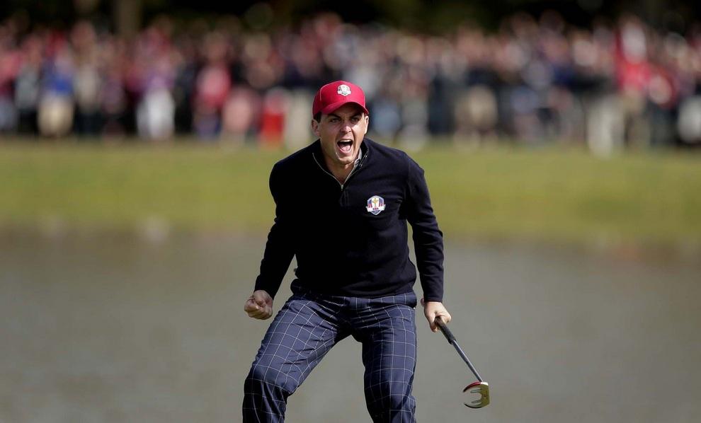 Радость американского чувака Кигана Брэдли (Keegan Bradley), 28 сентября 2012 года. Кубок Райдера, Медина, штат Иллинойс, США.