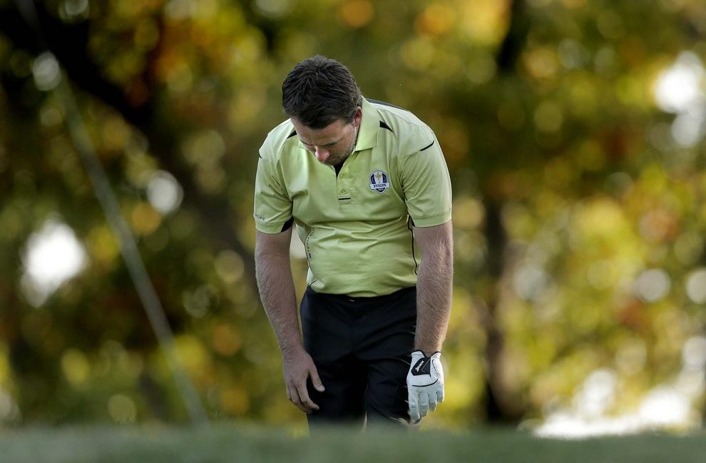 Уныние североирландца Грэма Макдауэлла (Graeme McDowell), 28 сентября 2012 года. Кубок Райдера, Медина, штат Иллинойс, США. До последнего дня соревнований европейцы вчистую проигрывали.
