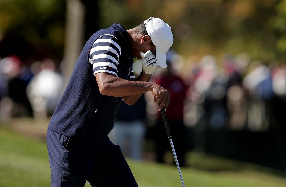 Для Тайгера Вудса (Tiger Woods) турнир закончился оглушительным провалом, 30 сентября 2012 года. Один из самых богатых спортсменов мира выглядел как никогда плохо. Кубок Райдера, Медина, штат Иллинойс, США.