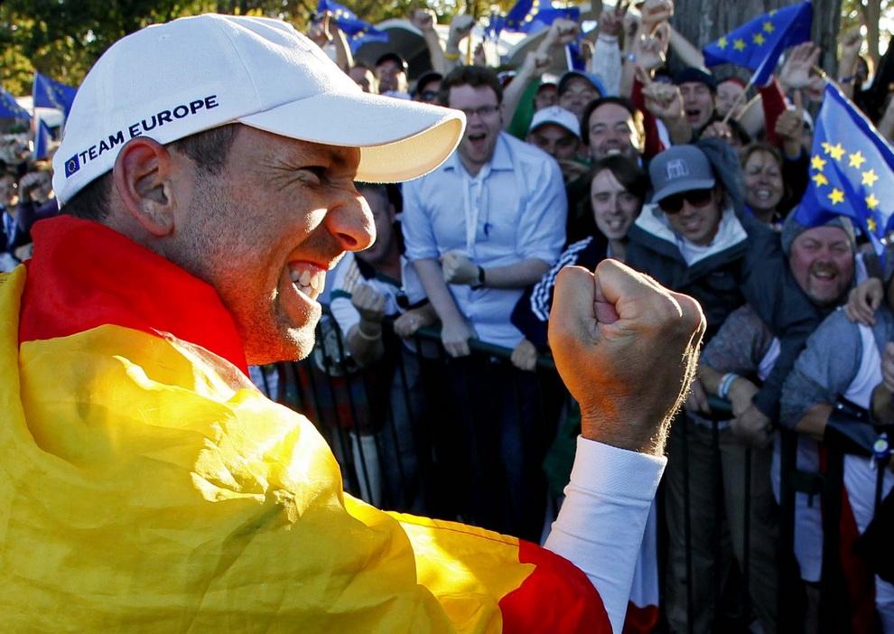 Испанец Серхио Гарсия (Sergio García) приносит победу европейцам, 30 сентября 2012 года. Кубок Райдера, Медина, штат Иллинойс, США.