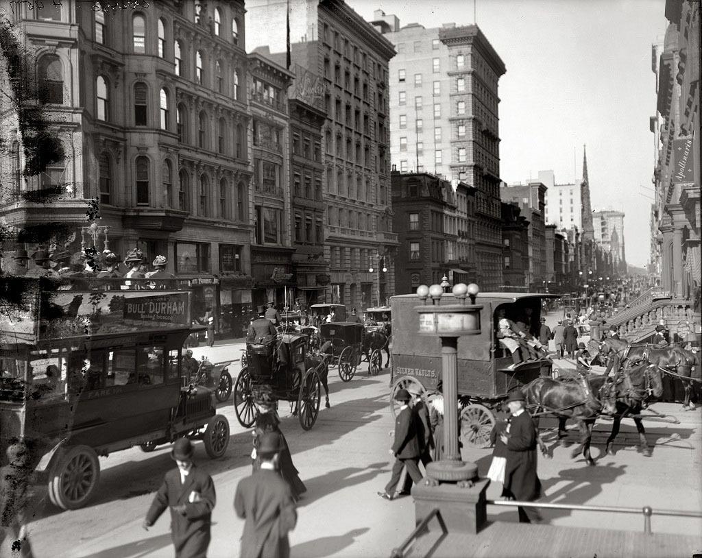 Угол Пятой авеню и 42-й улицы, Нью-Йорк, 1910 год.