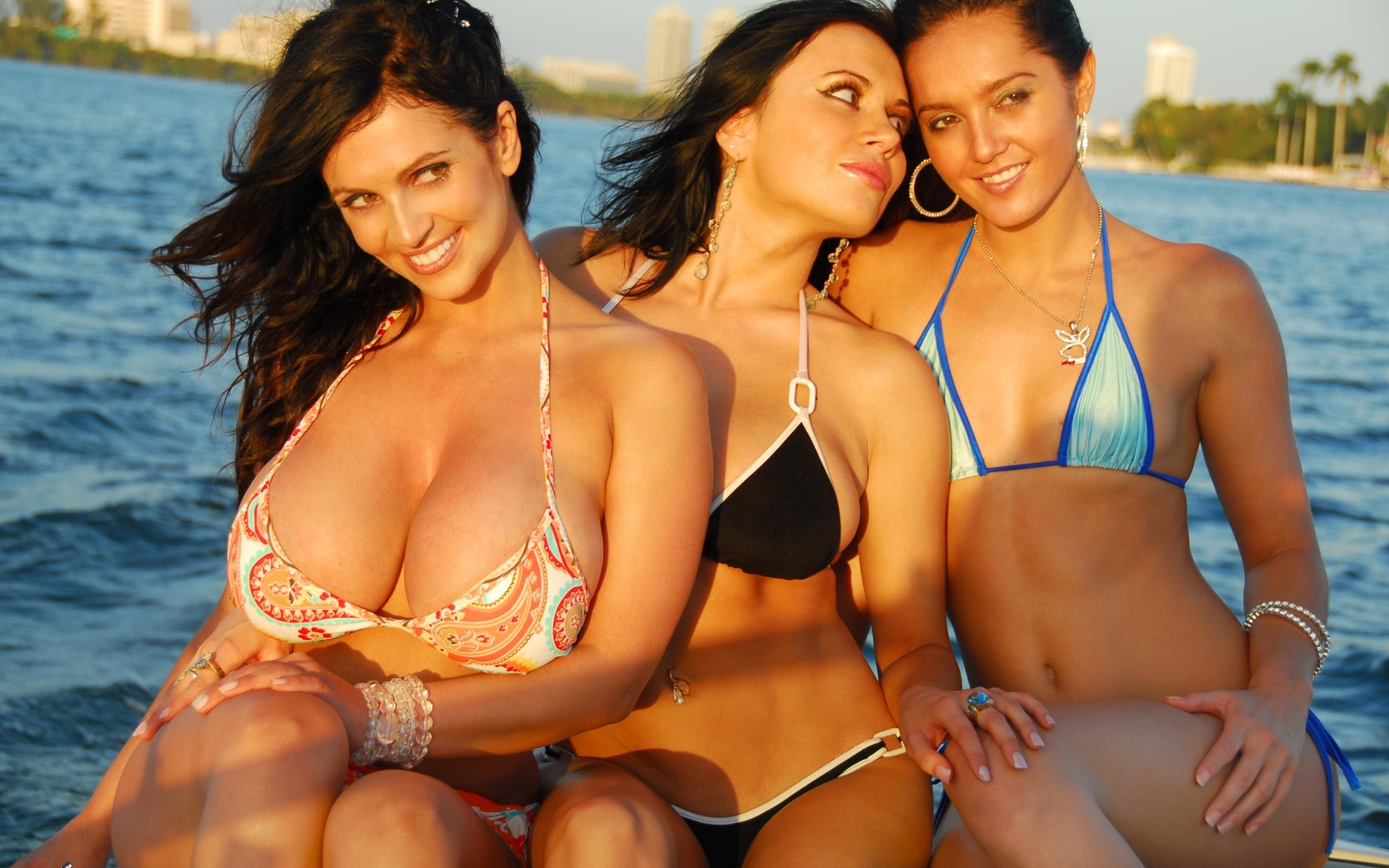 422430_zakat_zagar_ulybka_bikini_4000x2768_(www.GdeFon.ru)