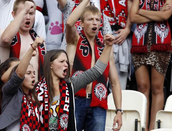 девушки тоже любят футбол
