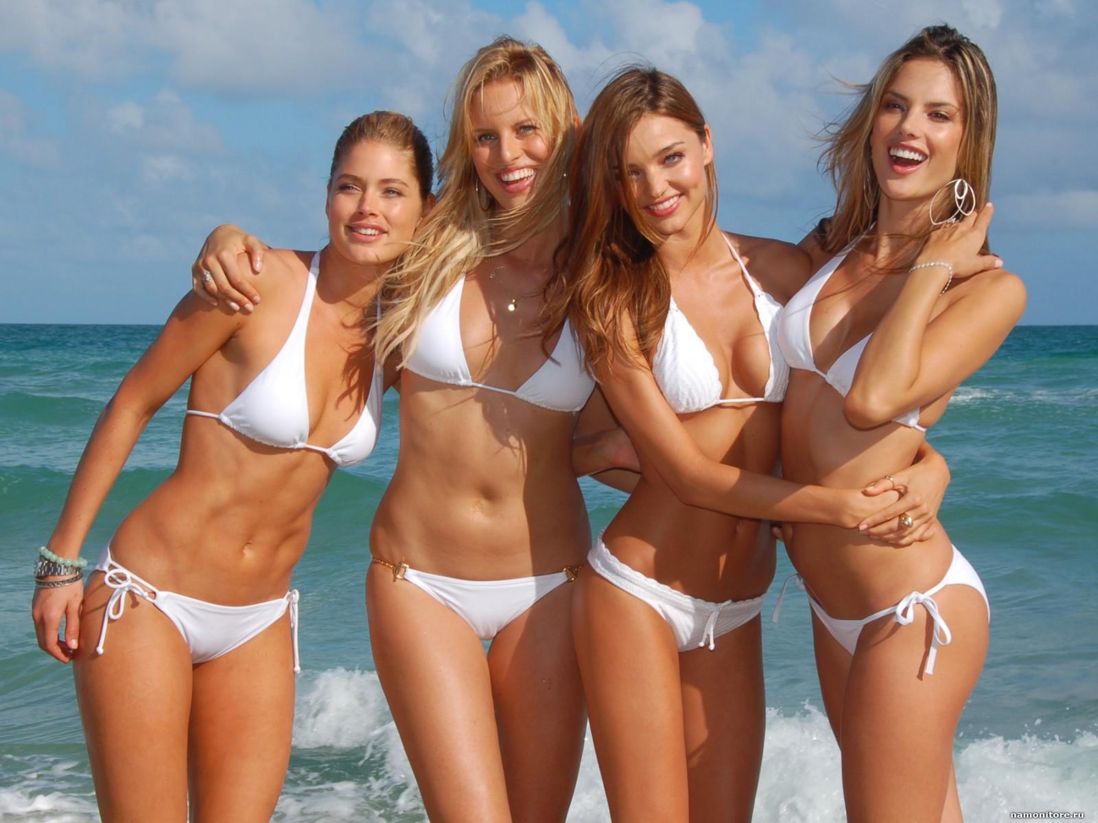 karolina_kurkova__i_devushki_v_bikini_1600