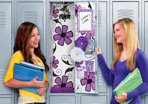 Девушка спряталась в шкафчик, чтобы узнать страшную тайну...0764265261