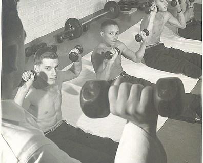 10 способов быть джентльменом в спортзале