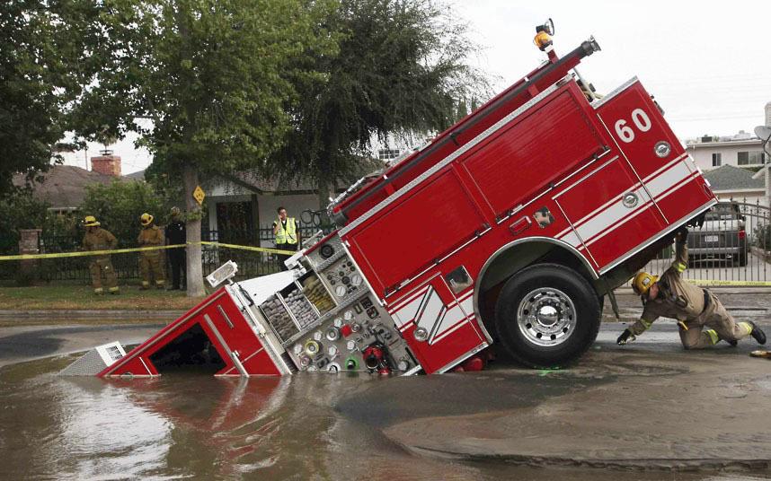 Лос-Анджелес, 2009 год. К счастью пожарные не пострадали.