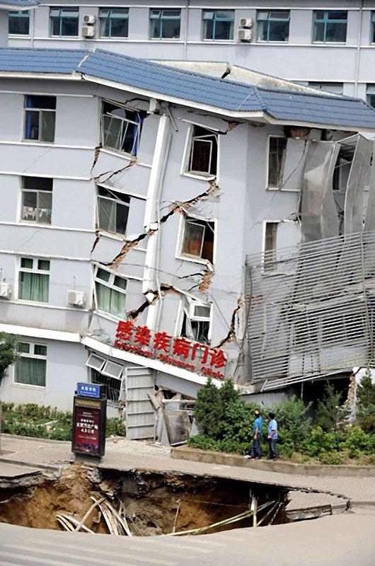 В августе 2010 года воронка неожиданно появилась на дороге в Тайюане, Китай, и часть соседнего дома обрушилась