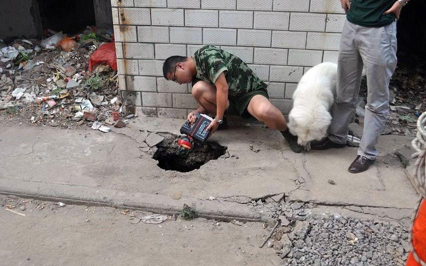 В июне 2012 года 70-летняя женщина провалилась под землю, на глубину 5 метров. К счастью спасатели ее достали живой и невредимой.