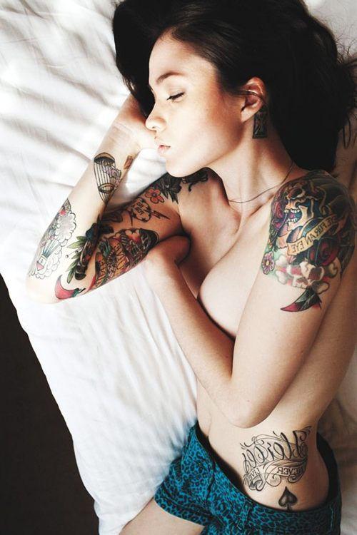 Красивые девушки с красивыми тату BroDude.ru devushki s tatu 0042601865