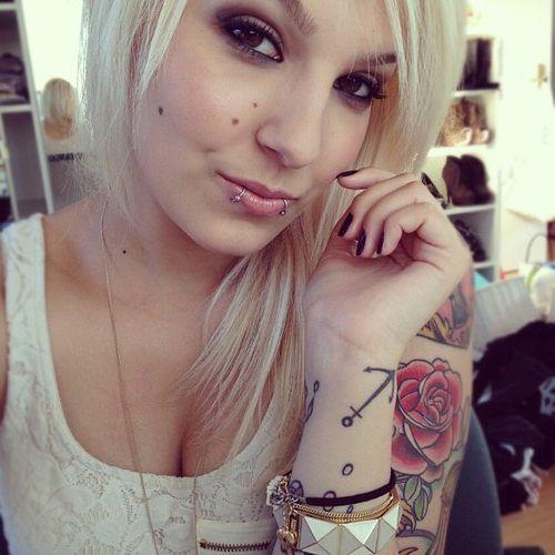 Красивые девушки с красивыми тату BroDude.ru devushki s tatu 1131583987