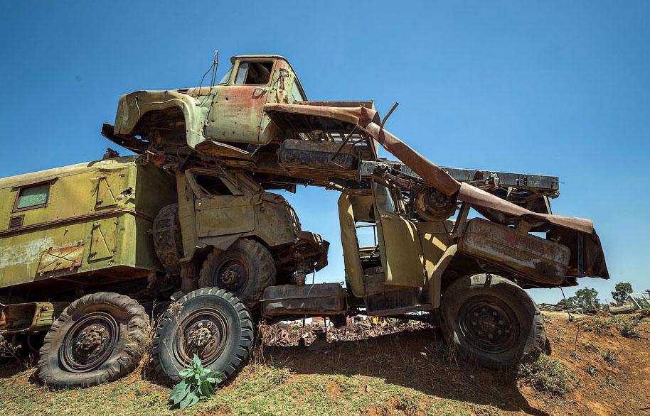 Памятник свалка в Эритрее BroDude.ru voennaya tehnika 0845842763