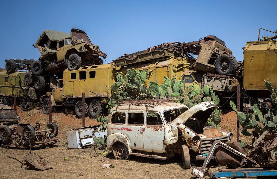 Памятник свалка в Эритрее BroDude.ru voennaya tehnika 1185478241