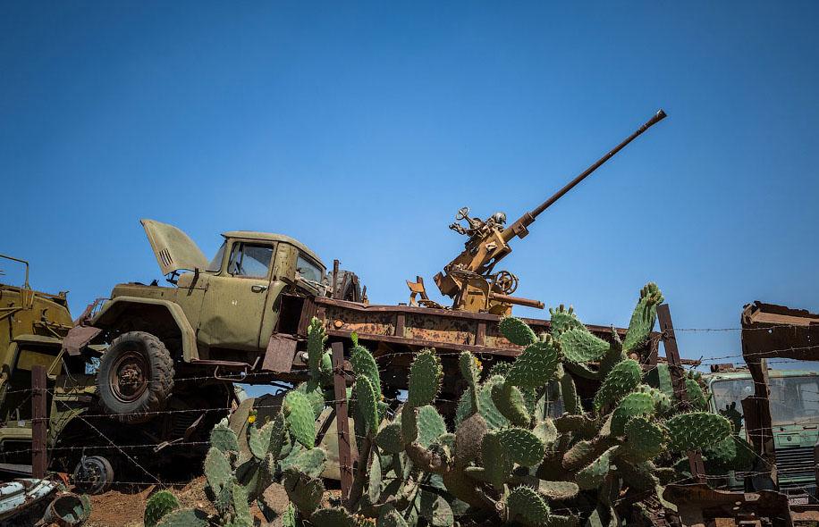 Памятник свалка в Эритрее BroDude.ru voennaya tehnika 1208105671