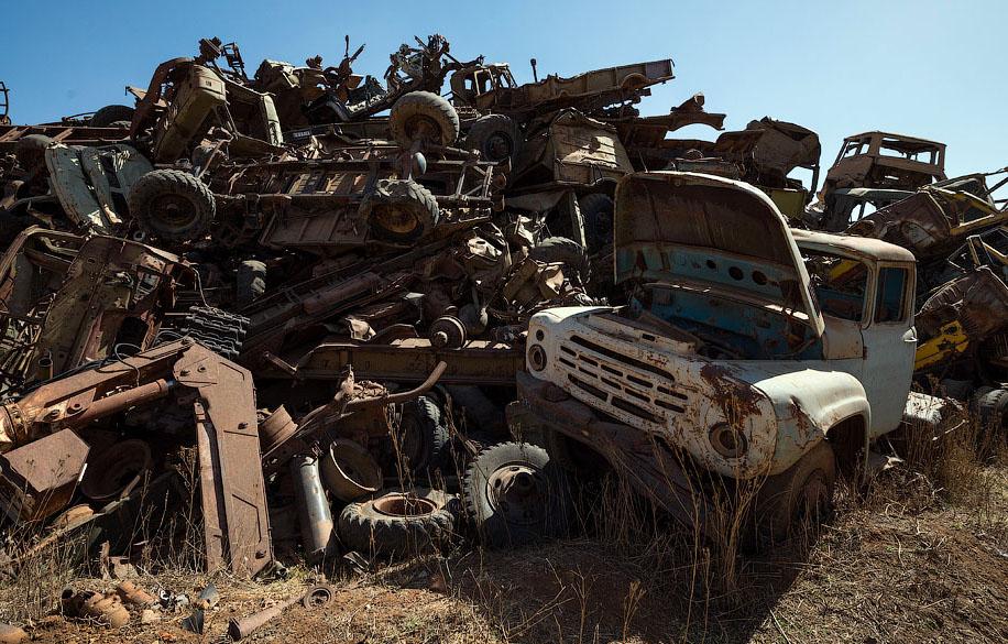 Памятник свалка в Эритрее BroDude.ru voennaya tehnika 1276400167
