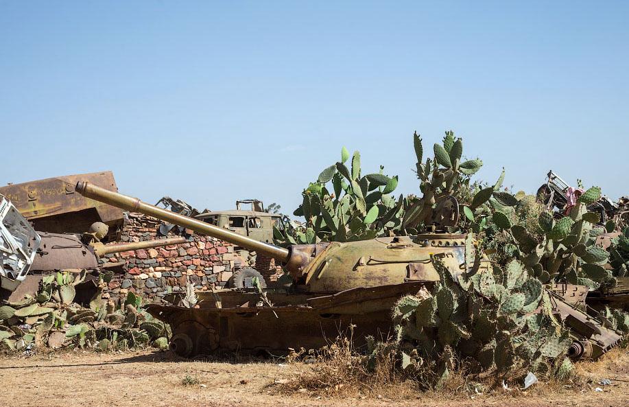 Памятник свалка в Эритрее BroDude.ru voennaya tehnika 1975247087