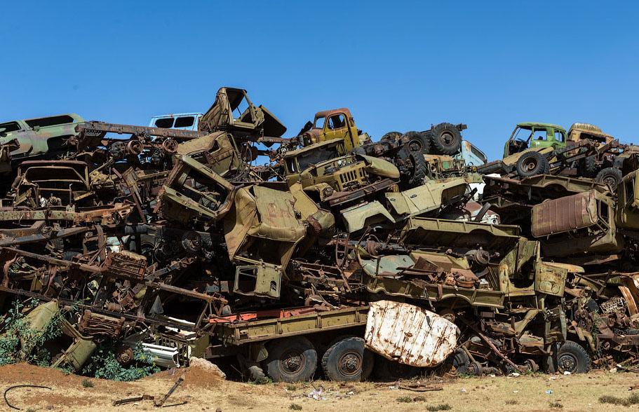 Памятник свалка в Эритрее BroDude.ru voennaya tehnika 2120741384