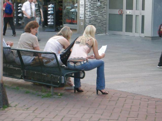 Девушки, подтяните свои штаны! BroDude.ru devuski pokazivayt trusiki 1546733579