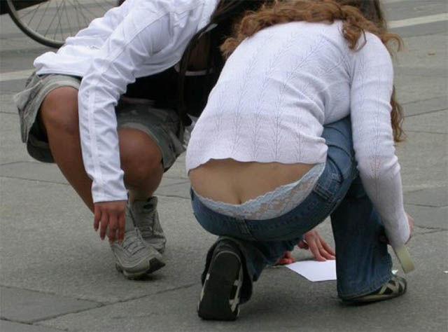 Девушки, подтяните свои штаны! BroDude.ru devuski pokazivayt trusiki 2089791973