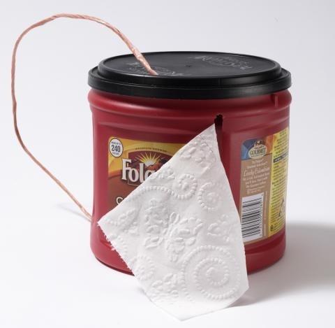 Используй пустую кофейную банку для хранения туалетной бумаги