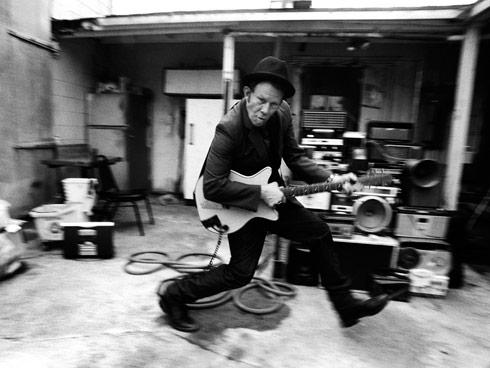 Том Уэйтс: в чайной ложке умещается 127 слез BroDude.ru brodude.ru, 6.09.2013, HhnJrohgbtOFzlw054sMnQe7tmg47ntE