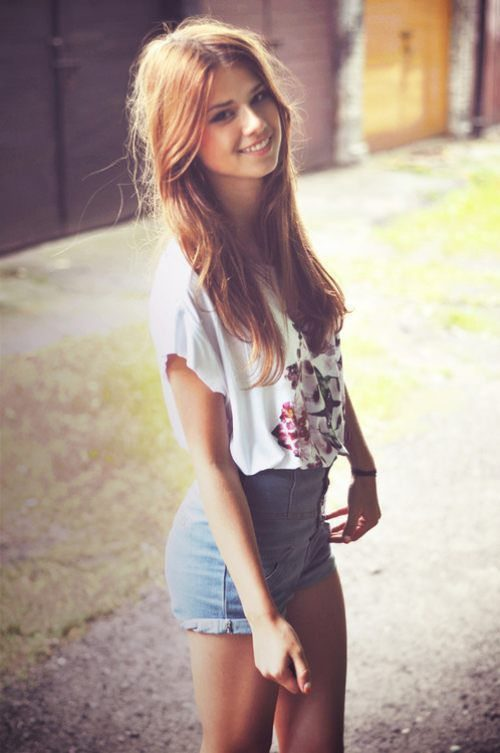 Cute teen girl Natasha White baring small tits and nice ass in backyard № 541601 без смс