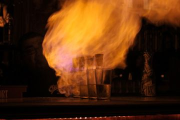 Гори, ведьма, гори: коктейли, которые можно поджигать BroDude.ru brodude.ru 4.10.2013 D3xxUTTgSO6K1