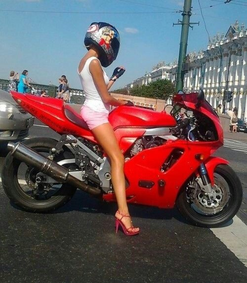 Девушки на мотоциклах BroDude.ru brodude.ru 1.11.2013 0SbIrD7bV2Poc