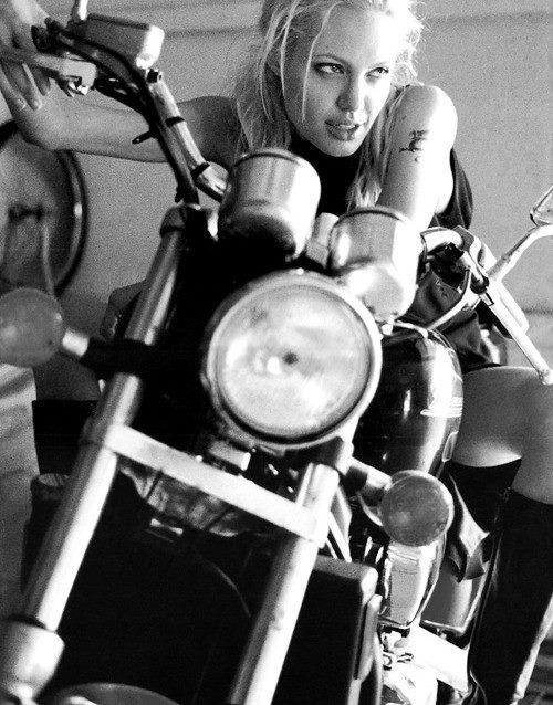 Девушки на мотоциклах BroDude.ru brodude.ru 1.11.2013 LnlKOxbxGtvFj