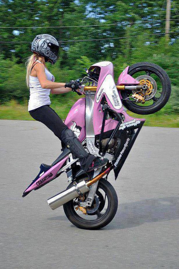 Девушки на мотоциклах BroDude.ru brodude.ru 1.11.2013 SdT8wTn8sm2Wi