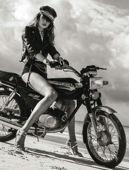Девушки на мотоциклах BroDude.ru brodude.ru 1.11.2013 fqMfNamyM8H5a