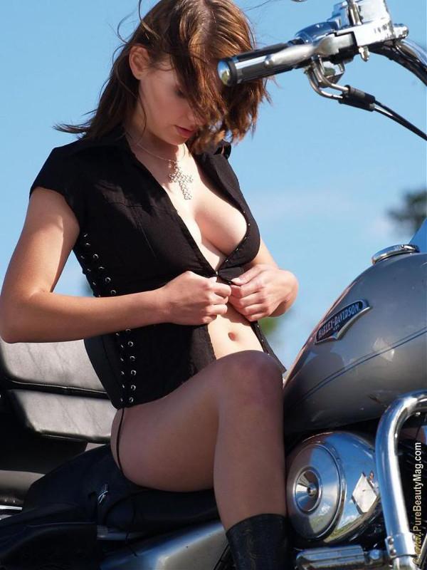 Девушки на мотоциклах BroDude.ru brodude.ru 1.11.2013 nVhD7no6N8EBP