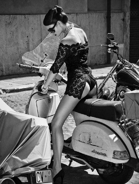 Девушки на мотоциклах BroDude.ru brodude.ru 1.11.2013 th0oxDjJEo5RO