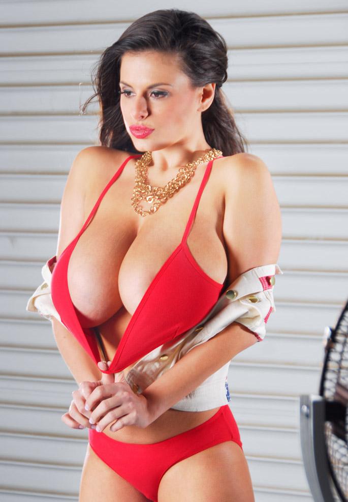 Самая большая грудь италии 8 фотография