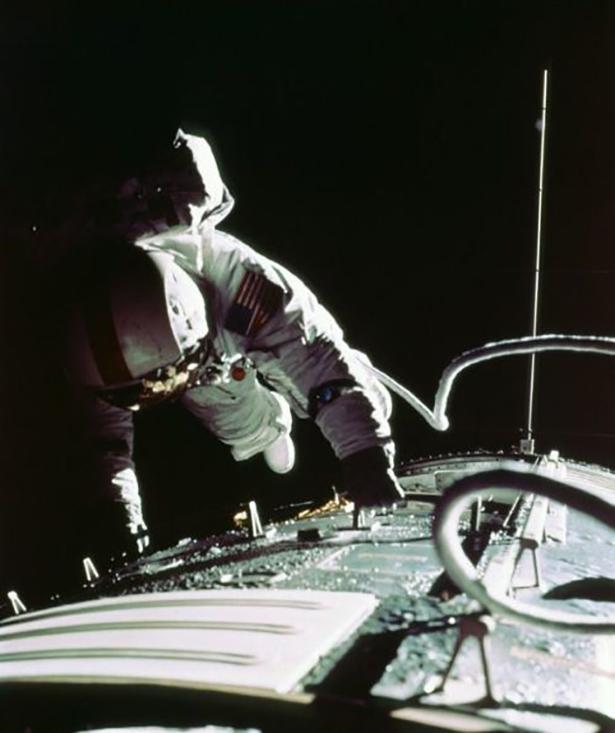 Старые фото NASA BroDude.ru brodude.ru 30.12.2013 n9IJW1npaCpof