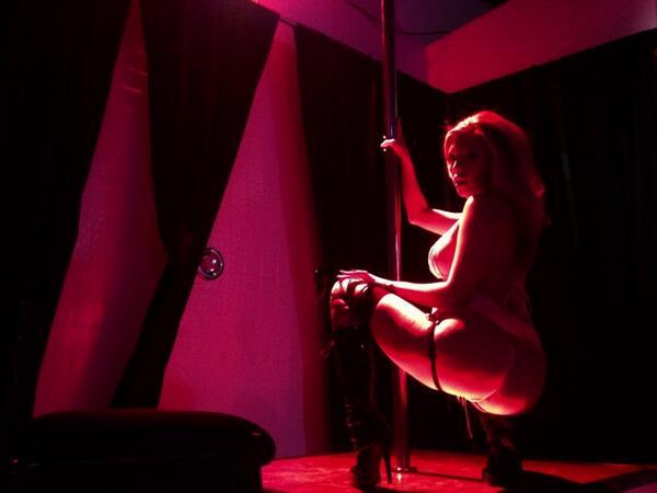Американская порноактриса с азиатскими корнями Кейлени Леи.