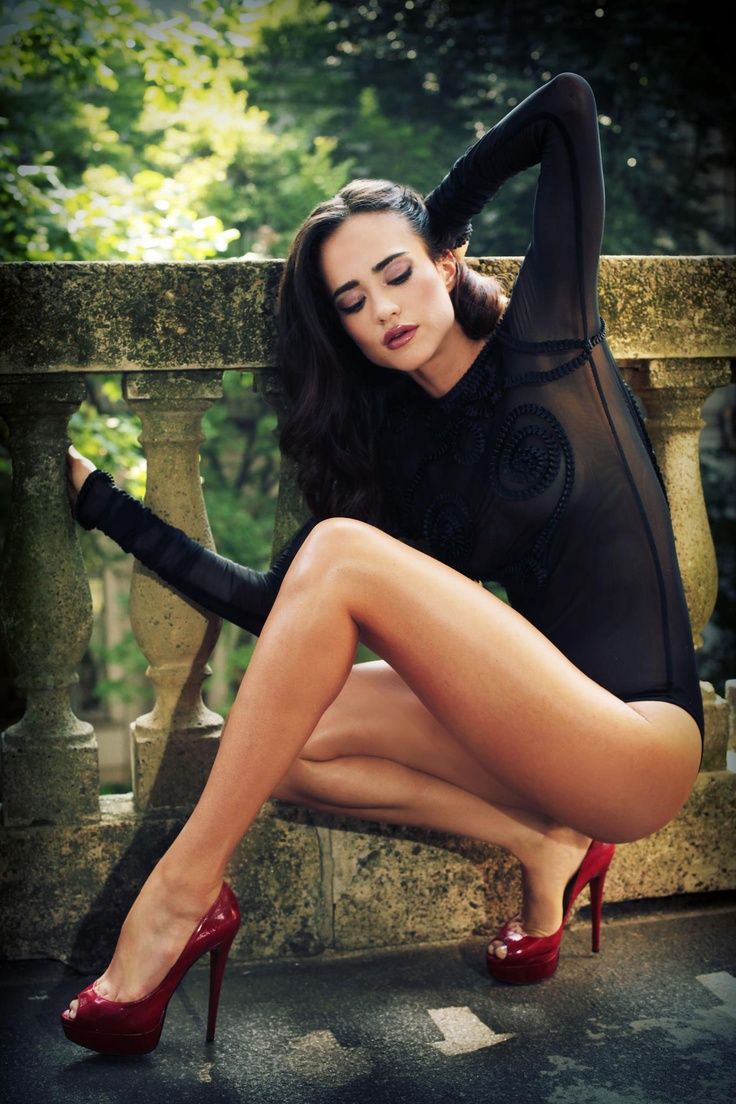 brunettes-in-heels-galleries