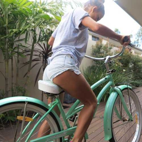 Велосипедистки рулят! BroDude.ru brodude.ru 27.02.2014 mJE5fx2Escglb