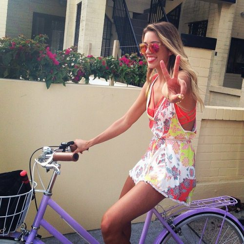 Велосипедистки рулят! BroDude.ru brodude.ru 27.02.2014 zYL1nLEoxKxy0