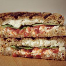 Идеальный мужской завтрак #17- Поджаренный сэндвич по-гречески