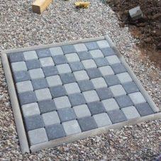 Шахматная доска во дворе